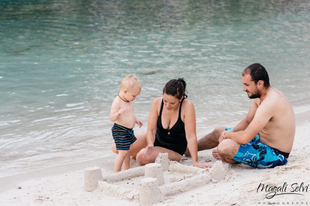 Reportage photo lifestyle famille à la plage, Alpes Maritimes - Magali Selvi Photographe