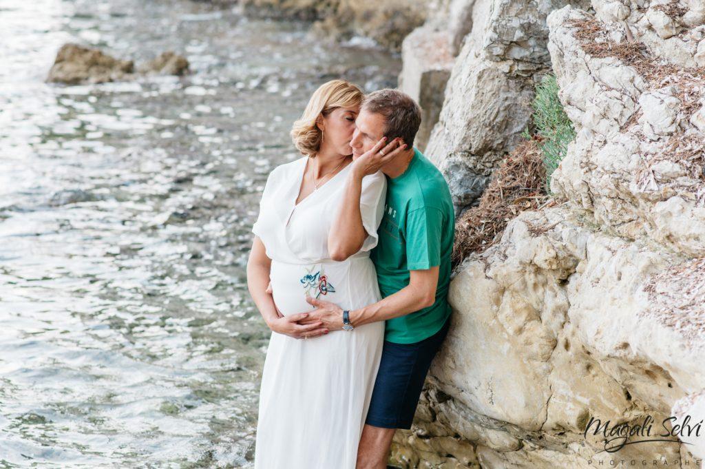 Photographe grossesse à la plage Côte d'Azur